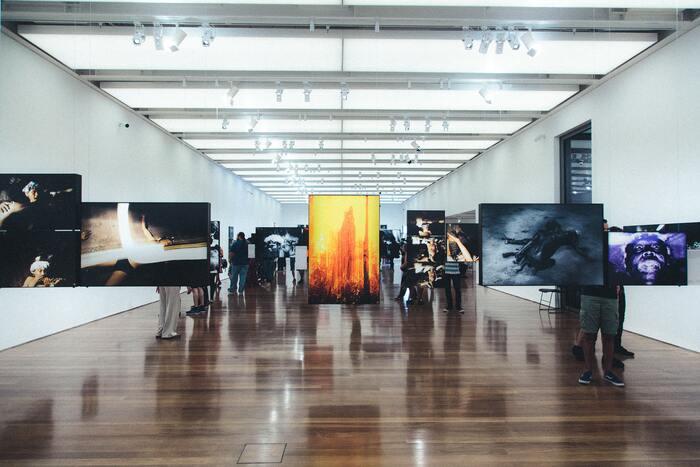 Como comprar obras em galerias de arte?