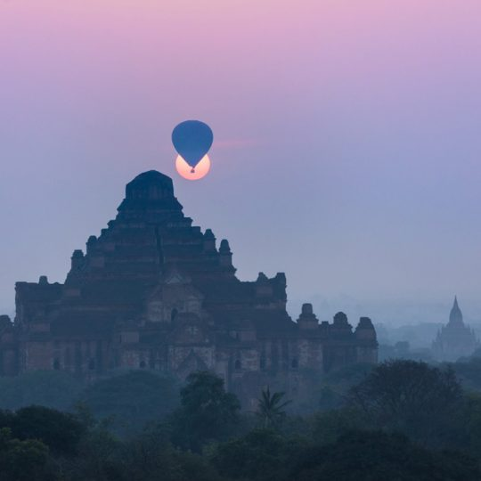 Balloon Over Bagan In Sun - Andreas Kunz