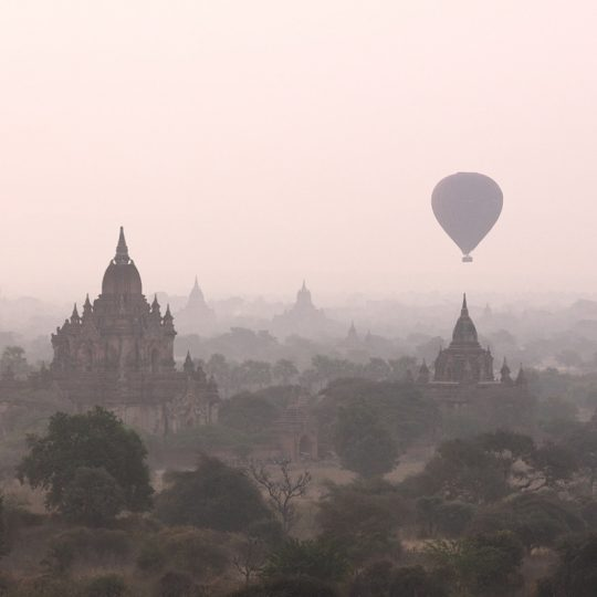 Balloon Over Temple In Bagan - Andreas Kunz