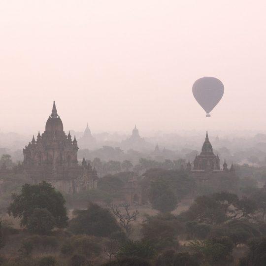 Balloon Over Temple In Bagan - Andreas Kunz