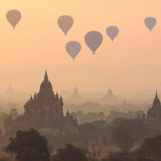 Balloons Over Bagan - Andreas Kunz.
