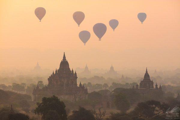 Balloons Over Bagan - Andreas Kunz.