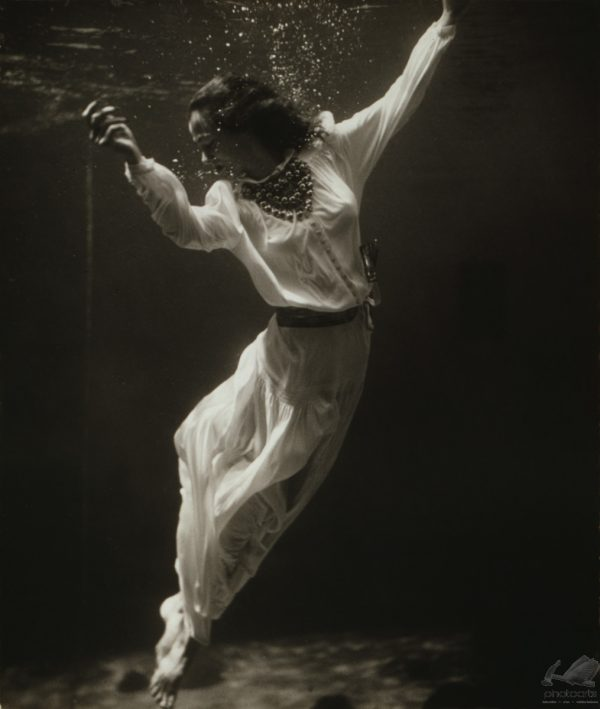 Fashion Model Underwater - Toni Frissel