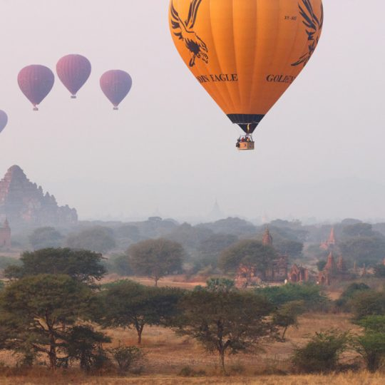Yellow Balloon Over Bagan - Andreas Kunz