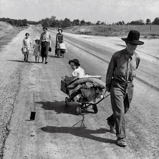 On the road - Dorothea Lange