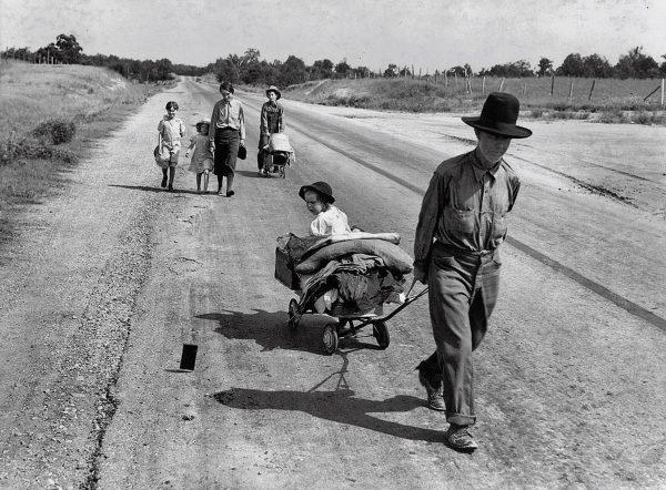 On the road - Dorothea Lange