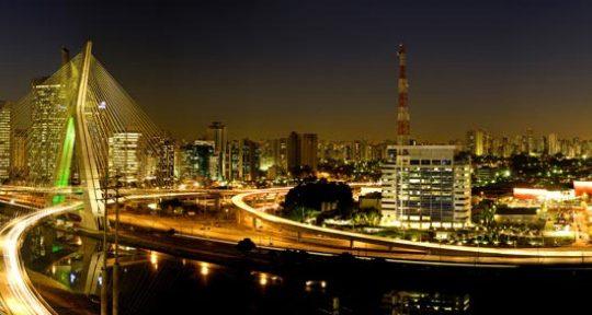 Panorama noturno da Ponte Estaiada - Roberto Afetian
