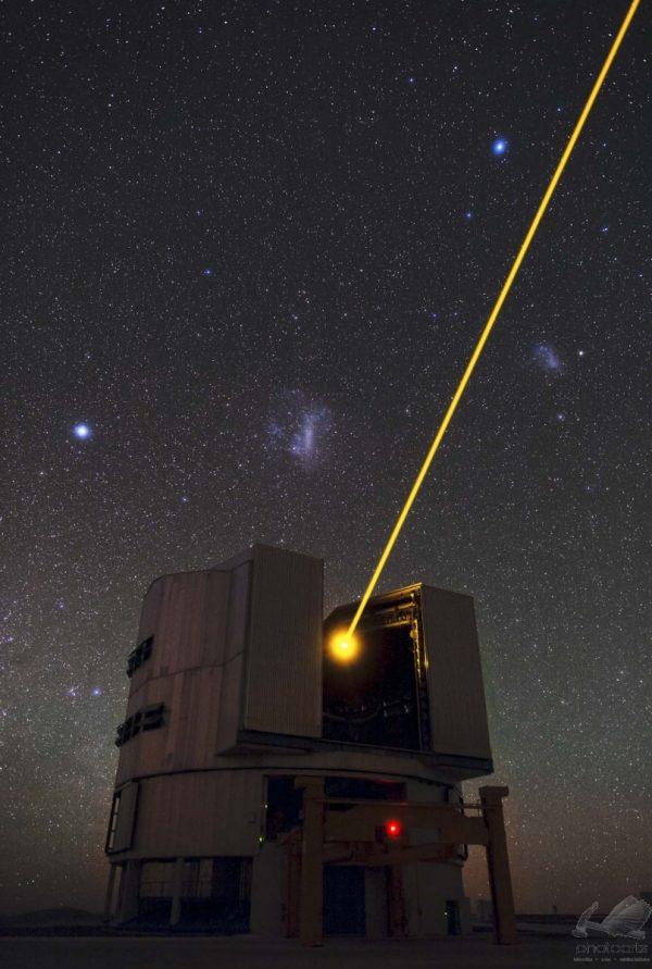 O Laser do Yepun e as Nuvens de Magalhães